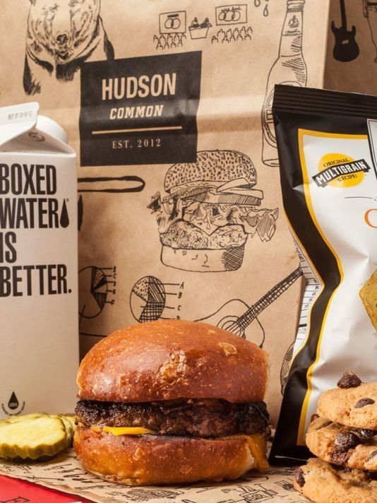 "Room service in ""brown paper bag"" al Hudson di New York"