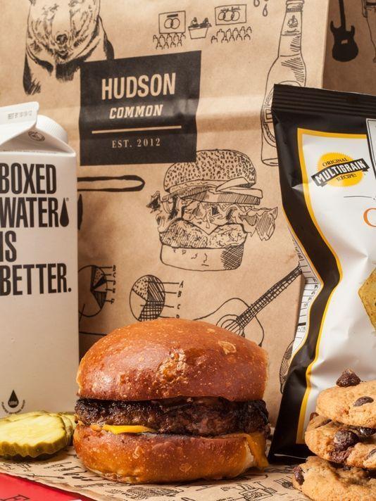 """Room service in """"brown paper bag"""" al Hudson di New York"""