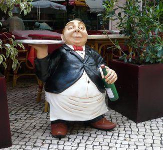 Foto Basta vergognarsi di dire: faccio il cameriere