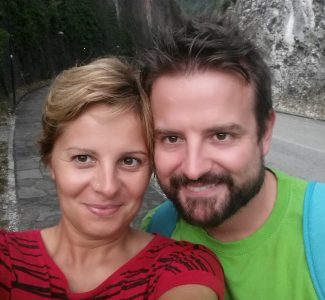 Foto Emilio e Valeria: ecco l'identikit del consulente viaggi online