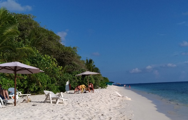 La spiaggia di fronte al West Sands di Ukulhas