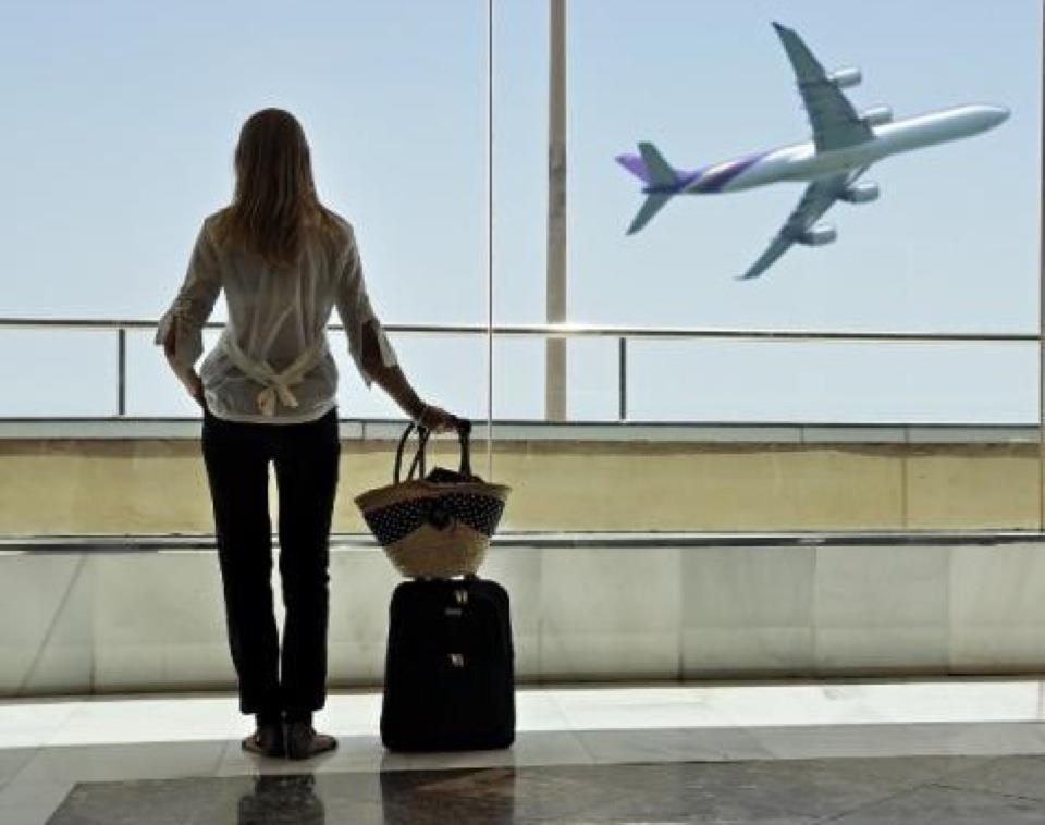 donna-con-la-valigia
